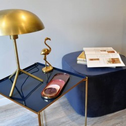 Table d'appoint en métal laqué bleu