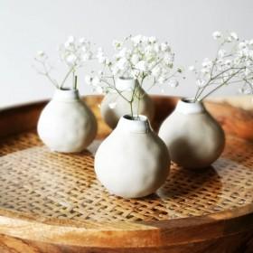 Vase fait main en grès hauteur : 7,5 cm