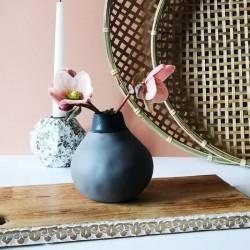 Vase fait main en grès couleur charbon