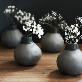 Vase en grès charbon hauteur : 12 cm